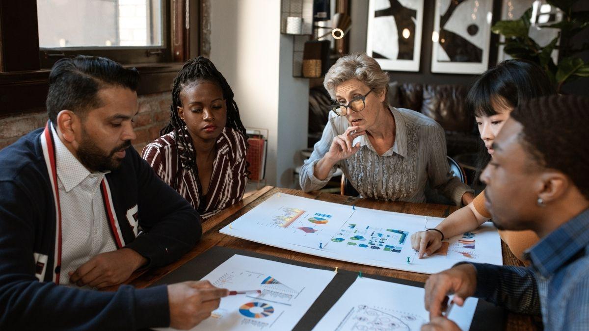 Empreendedorismo, reunião, gráfico, equipe, trabalho