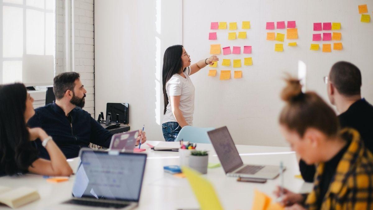 Criatividade, ideia, reunião, equipe, post-it